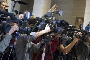Комитет защиты журналистов призвал власти Кыргызстана расследовать случаи нападения на репортеров 11 апреля