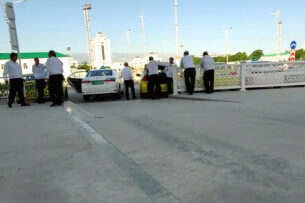 Из-за запрета на передвижение на личном авто вызов такси в Ашхабаде подорожал более чем вдвое