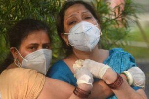 Как Индия оказалась в эпицентре коронавирусного цунами?
