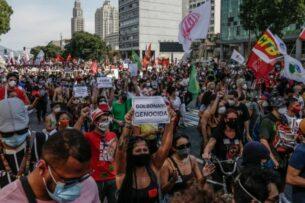Десятки тысяч бразильцев требуют импичмента президента. Болсонару обвиняют в большом количестве смертей от коронавируса