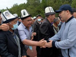 Мы не позволим кому-либо претендовать на кыргызские земли — Садыр Жапаров жителям сел Кулунду и Орто-Боз