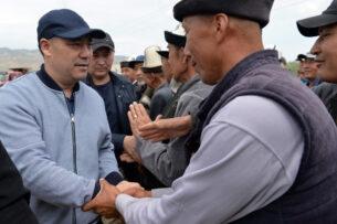 Садыр Жапаров заложил капсулу под строительство военного городка в Лейлекском районе
