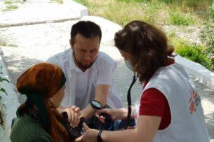 «Врачи без границ» оказывают первую медпомощь и психологическую поддержку пострадавшим в Баткене