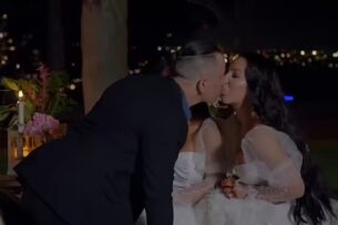 Мужчина женился на двух близняшках. Теперь они ищут страну для регистрации брака
