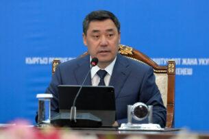 «Теперь вы должны бегать за инвесторами»: Садыр Жапаров пригрозил министрам уголовными делами за саботаж и бюрократию