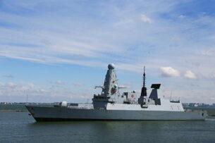 Британия отрицает, что Россия вела предупредительный огонь по её кораблю у берегов Крыма