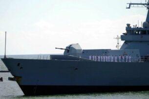 Российские военные открыли предупредительный огонь по курсу британского эсминца вблизи Крыма