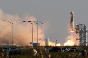 Основатель Amazon Безос совершил космический полет (видео)
