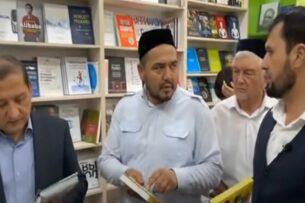 Группа богословов в Узбекистане устроила рейд по книжным магазинам. Признали чуждыми для узбеков произведения Леонардо Да Винчи, Рембрандта и Юваля Харари