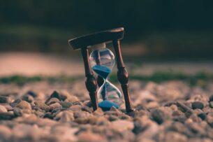 «Время эластично»: почему на вершине горы время течет быстрее, чем на уровне моря