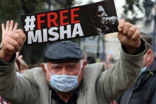 В Тбилиси состоялась многотысячная акция в поддержку Саакашвили