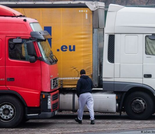 Дефицит дальнобойщиков в Германии: нужны трудовые мигранты и рост зарплат