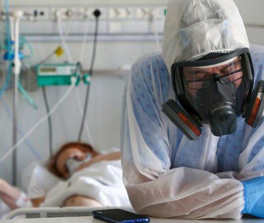 В России впервые зарегистрировали более 1 тыс. смертей от Covid-19 за сутки